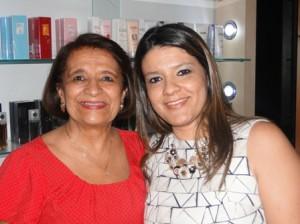 Aônia Brito do Vale com sua filha Ana Paula Facão