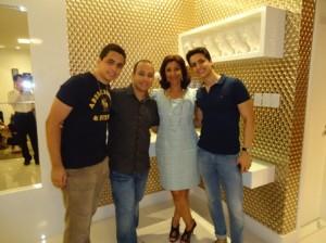 Suzana Barreto com os filhos Augusto, Leonardo  e Rodolfo Oliveira