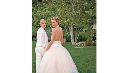 A apresentadora norte-americana Ellen De Generes (dir.) se casou com a atriz Portia de Rossi em 2008.