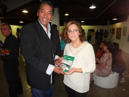Aniversariante  desta quinta-feira Christy Helmayd ao lado da jornalista carioca Sonia Brandão que desembarca hoje em Feira de santana para o lançamento do Livro Colunismo Social Feirense