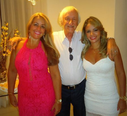 Priscila com sua mãe Mailin e seu avô José Carlos Pedreira