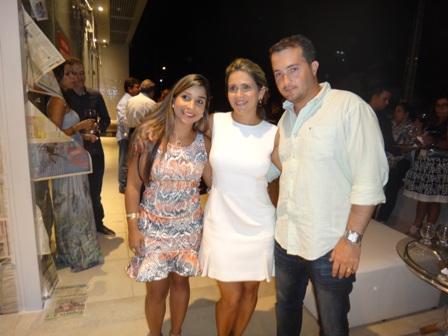 Ayalla Gomes entre Renata e João Lucas