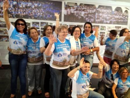 Baby Oliveira com a turma das ex-alunas do Colégio Santanópolis