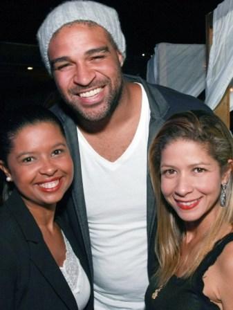 Adriano com Aline e Sabrina Vallim
