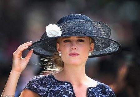 """Mary Anne Star, escolhida pela Notorious Magazine, """"A mulher mais bonita de Royal Ascot 2015″."""