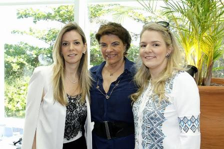 Rose May Addario entre Karina Nigri e Claudia Jannuzzi