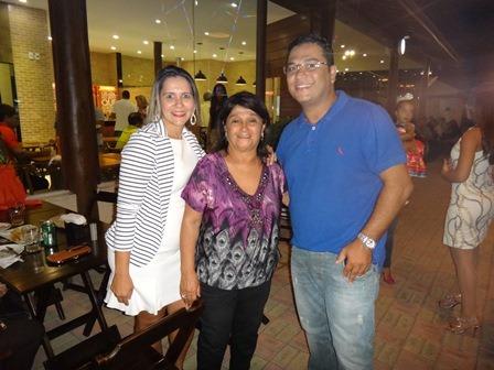 Cinira Soares entre Ayalla Guimarães e Sebastião Soares Junior