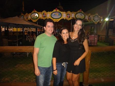 Fábio e Mariana Rios com Ranna Veloso Vieira