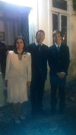 Luis Mantovani entre a Duquesa de Bragança Dona Isabel de Heredia e seu filho o infante Don Afonso