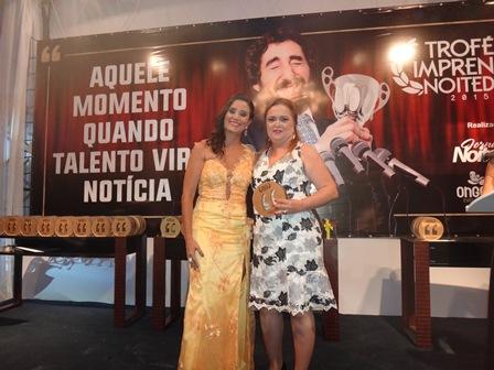 Manoela Oliveira com a medica Sandra Piaggi