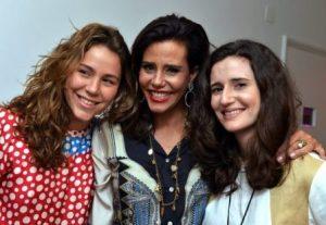Narcisa Tamborindeguy entre as filhas Catharina Johannpeter e Mariana de Oliveira