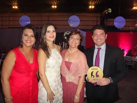 Ozana e Lua Barreto, Maria das Graças Pinto e seu filho Alberto cordeiro