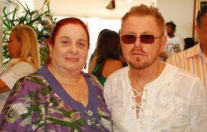 A aniversariante desta terça-feira Ethel comemorando ao lado do seu amado Suca Baratz