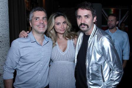 Kelly Correia entre Claudio Cadeco e Beto Silva
