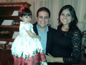 O Vereador Fernando Muniz com sua esposa Rosyara Muniz e a linda Maria Fernanda, filha do casal.