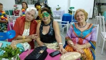 Eldizia Franco entre Consuelo Carvalho e Leny Madalena