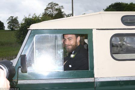 James Matthews chega em seu Defensor para seu casamento com Pippa Middleton