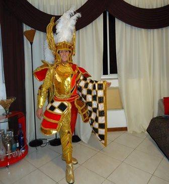 Pronto para me apresentar no Baile com a Fantasia Cavalheiro de São Jorge que desfilei na União da Ilha do Governador no rio de Janeiro