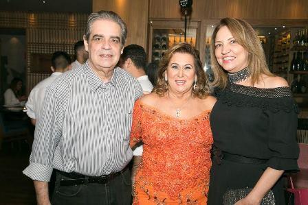 Theresa Macedo entre Sumaya Neve e Paulo Leite
