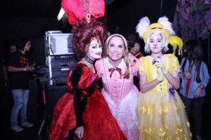 Heloísa Périssé com as filhas Luísa e Antônia Périssé
