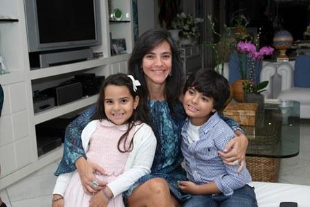 Andrea de Paula e seus filhos Luana e Pedro