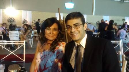 Aniversariante desta terça Eliana Martis Torres e seu filho Icaro Xavier
