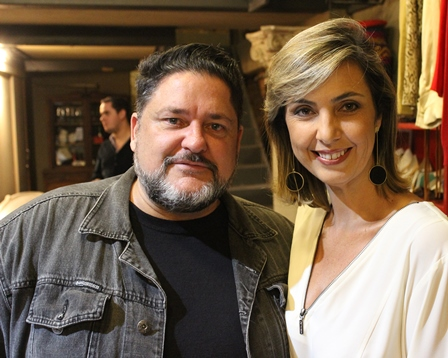 O cantor Marcos Hasselmann e Beatriz Baltz