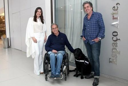 Liliane Santiago, Thomaz Magalhães, Dodi (cão) e Manoel Thomaz Carneiro