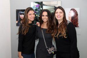 Regina Portugal entre as gestoras Andressa e Vanessa Torres