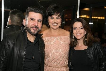 Elma Giovanelli entre Andre e Gabriela Moraes