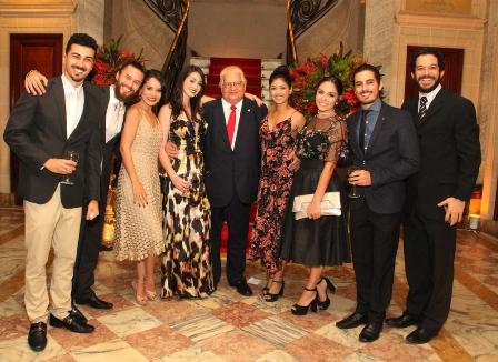 Carlos Serpa com os atores da Casa de Cultura