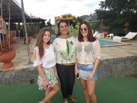 Conceição Mascarenhas entre as netas Sofia Mascarenhas e Vitoria Kruschewsky Mascarenhas