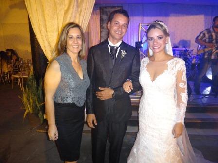 Jane Urbaneto com Kleber e Priscila Pedreira Vinhas Araujo
