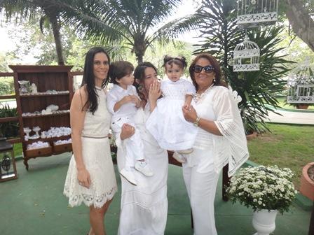 Karina, Maria e Silvia Mascarenhas Mascarenhas com e os netos Gabriel e Maria Alice Mascarenhas