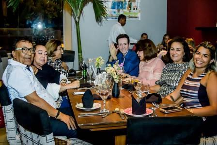 Nossa mesa com Cid Daltro, Lia Bernardes, Neilza Menezes, Solange Rodrigues, Marinalva Rios e Ingrid Lima