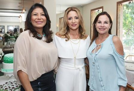 Cli Waissman entre Jassy Oliveira e Maria Anisia Bonaparte
