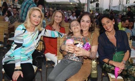 Solange Medina,Lea Bittencourt, Maria Helena e a neta Marcella Peres e milu Camarão