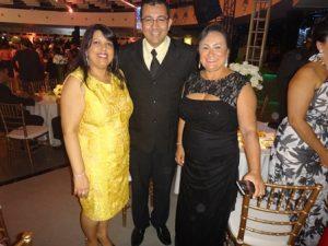 Alessandra e Renato Ribeiro com Marinalva Rios