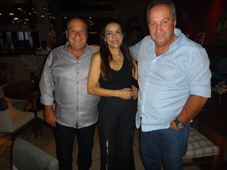 Veronica Du Mar entre Sergio e Marcos Carvalho