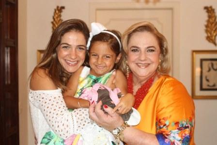 Laura e a filha Isabel e Cristina Aboin