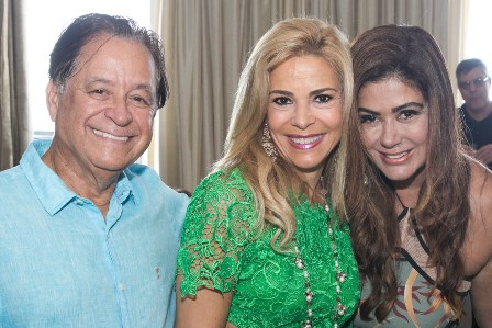 Manoela Ferrari entre Natalino e Ana Lucia Santana