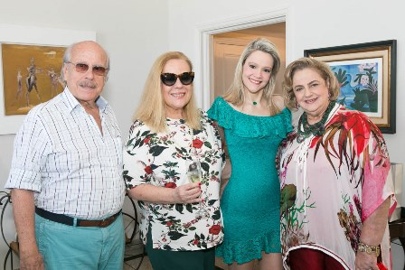 Roberta Monteiro da Fonseca e Sueli Lobo Lima entre Claudio e Cristina Aboim-