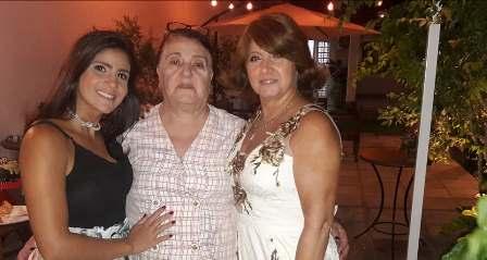 Rosalina entre sua neta Priscila e sua filha Soraia Salloum