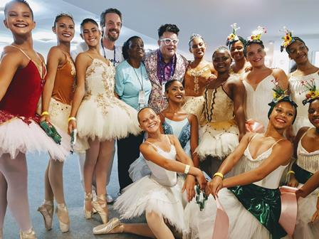 Milton Cunha e as bailarinas