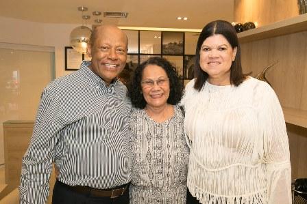Tina Correia entre Yara e Dr. Deusdeth Gomes do Nascimento