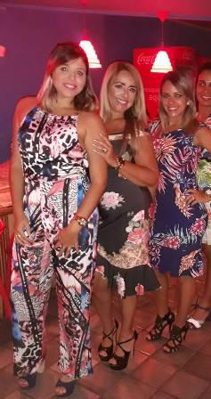 Mailin Carneiro Pedreira entre Natalia Vinhas e Priscila Pedreira Vinhas