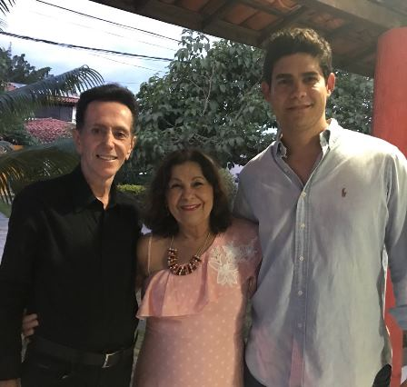 Maria Aparecida Carneiro Santos Almeida entre Ailton Pitombo e Jose Merces Neto