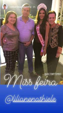 A primeira dama Adenilda Martins o prefeito Colbert Martins, Miss Feira Liliane Natiele Santos Silva e o colunista Ailton Pitombo