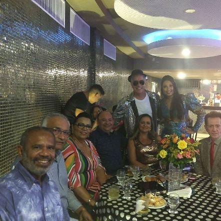 Reginaldo Pereira, Adelmario e Alfreda Xavier, Ivanbergue e Sony Lima e o Pitombo com Zé Neto e Naiana Santana