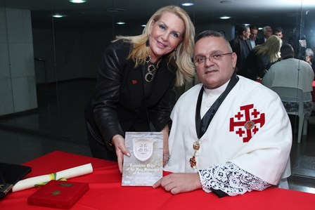 Isis Penido e Monsenhor André Sampaio
